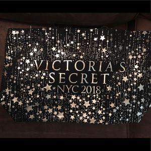 Handbags - NWT Victoria's Secret large bag
